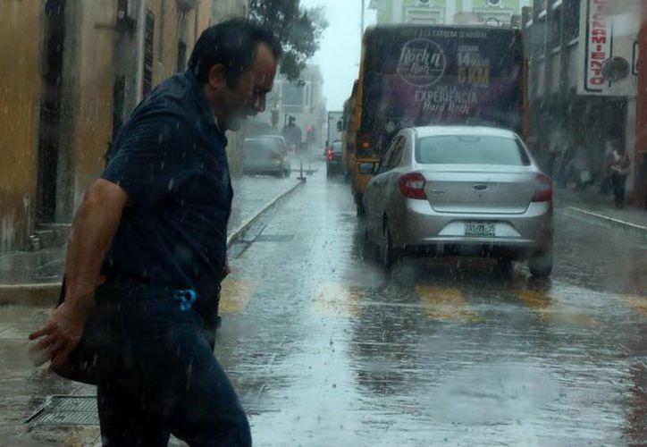 Para este miércoles 2 de noviembre, en la Península de Yucatán se prevén tormentas en Campeche y Quintana Roo, y chubascos en Yucatán. (Archivo/SIPSE)