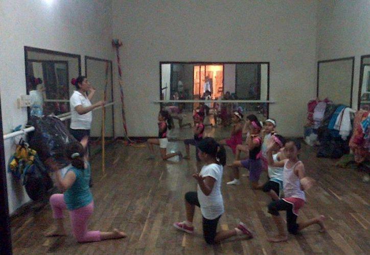 Durante el próximo ciclo escolar, la Casa de la Cultura reforzará talleres relacionados con la cultura maya, entre los que destacan el de danza tradicional.  (Redacción/SIPSE)