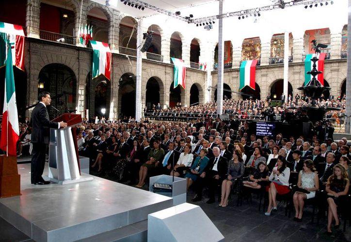 El presidente Enrique Peña Nieto dirigiendo su primer mensaje a la nación (Foto: Presidencia)