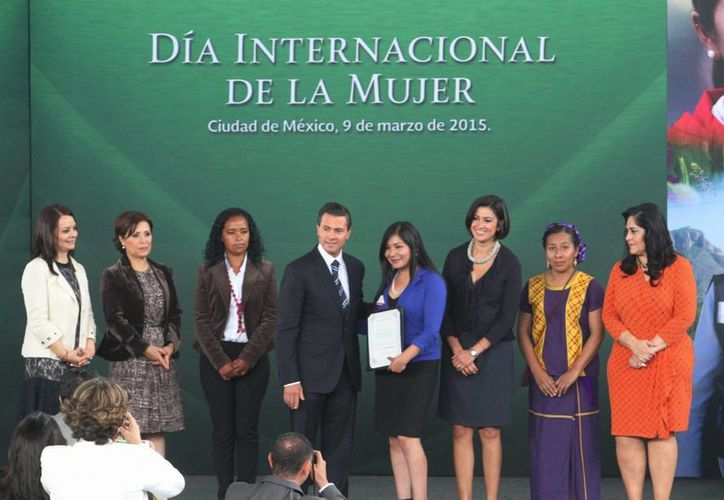El presidente Enrique Peña Nieto encabezó la conmemoración del Día Internacional de la Mujer, y señaló que las mexicanas son activas y entusiastas protagonistas del desarrollo nacional. (Foto: Notimex)