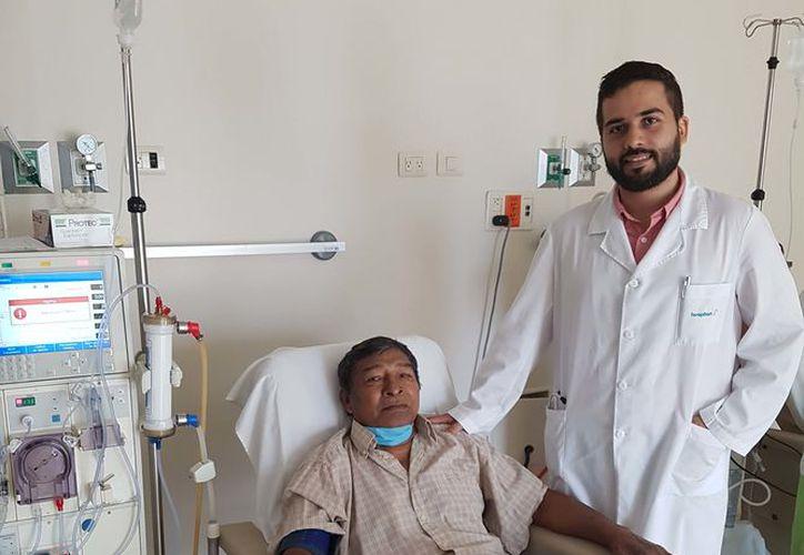 Dr. José Raúl Reyna Raygoza, especialista en nefrología, Hospiten Cancún. (Redacción/SIPSE)