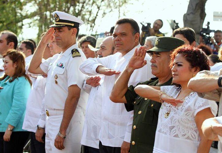El gobernador Rolando Zapata (centro) tendrá actividad este sábado en Mérida y Cacalchén. (SIPSE)