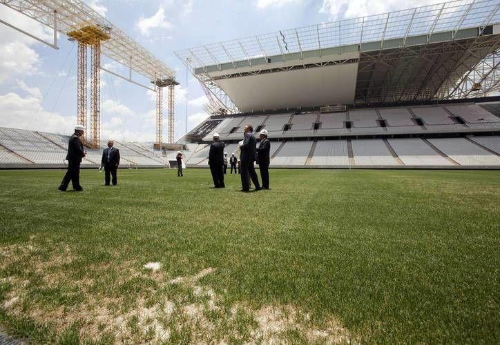 FIFA esperaba que el estadio paulista Itaquerado estuviera listo a mediados de abril, pero la semana pasada el organismo reconoció que no estará terminado antes del 15 de mayo. (EFE/Archivo)