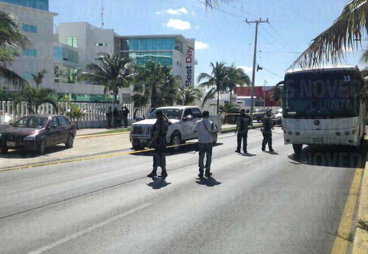 Al lugar arribaron autoridades municipales para resguardar el área. (Sergio Orozco/ SIPSE)