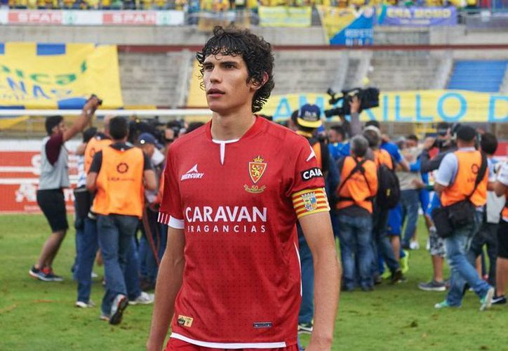 Jesús Vallejo, defensa del Club Zaragoza, fichó con el Real Madrid, pero permanecerá en el club que lo vio crecer al menos durante la próxima temporada. (facebook.com/RealZaragozaOficial)
