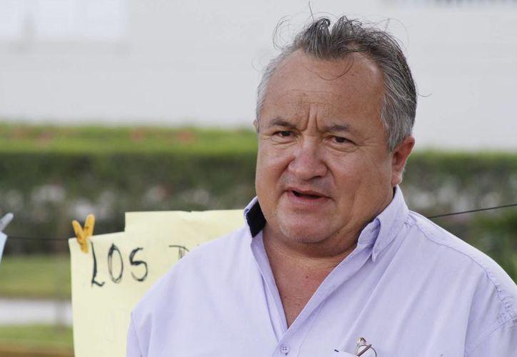 Roger Chuc Montero, maestro de una secundaria ubicada en Puerto Morelos. (Sergio Orozco/SIPSE)