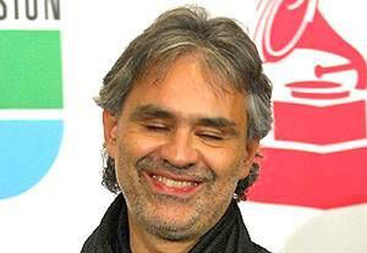 En el disco, Bocelli canta en seis idiomas. (peopleenespanol.com )