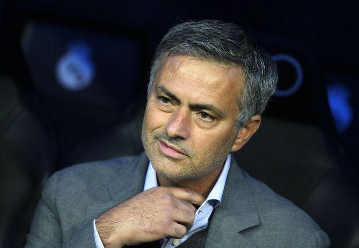 Cada vez son más fuertes los rumores sobre la posible salida de Mourinho del Real Madrid. (Foto: Agencias)