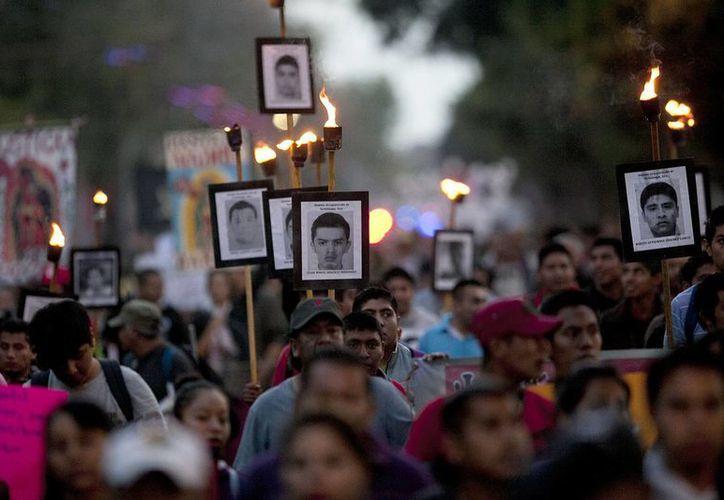 Un testigo, ahora bajo protección oficial, asegura que policías federales estuvieron implicados en la desaparición de los 43 normalistas de Ayotzinapa, suceso que ha marcado la administración de Enrique Peña Nieto. (AP)