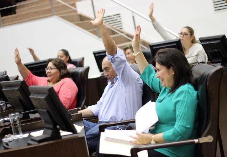 Los primeros tres dictámenes referentes al paquete fiscal 2017 de Yucatán fueron avalados este martes por unanimidad en el Congreso del Estado. (Foto cortesía del Gobierno)