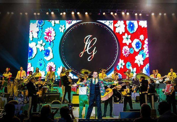 El tour 'MéXXIco es todo tour 2016' de Juan Gabriel iniciará el viernes 19 de agosto en el Valley View Casino Center de San Diego y por primera vez actuará en Utah y Carolina del Norte. (juangabriel.com.mx)