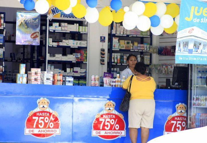Las farmacias similares han sabido aprovechar el mercado de primer nivel de atención. (Harold Alcocer/SIPSE)