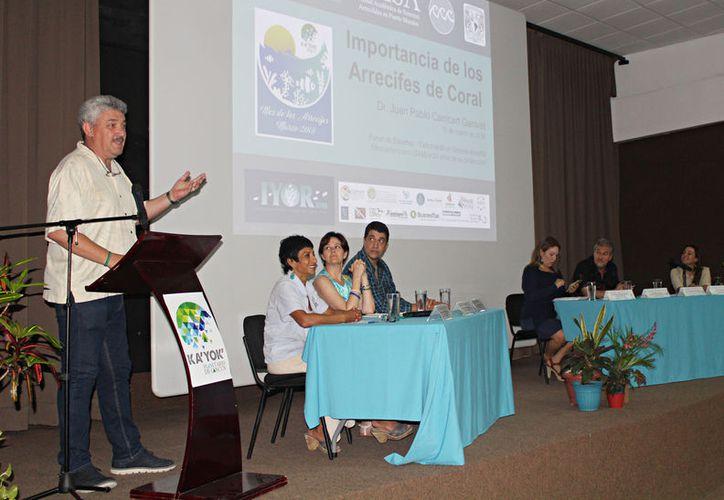 El panel donde se expuso la condición actual del SAM, fue celebrado en el planetario Ka' Yok' en el marco del Mes de los Arrecifes. (Foto: Ivett Ycos/SIPSE)