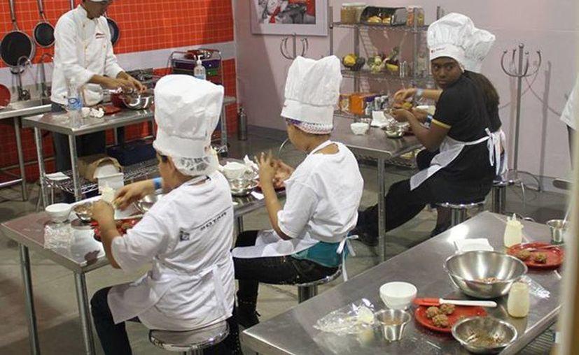 Los niños simulan trabajos durante las horas de diversión. (Redacción/SIPSE)
