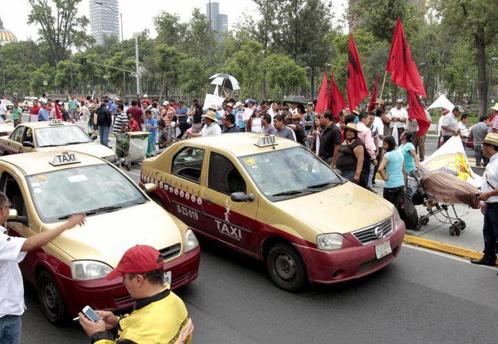 La llegada de Uber a la Ciudad de México generó gran inconformidad entre los taxistas, quienes alegan que dicho servicio debe ser regularizado. (Archivo/Notimex)
