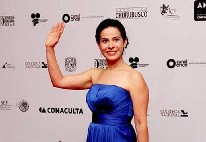 Arcelia Ramírez en la alfombra roja de la reciente entrega de los Premios Ariel. (Notimex)