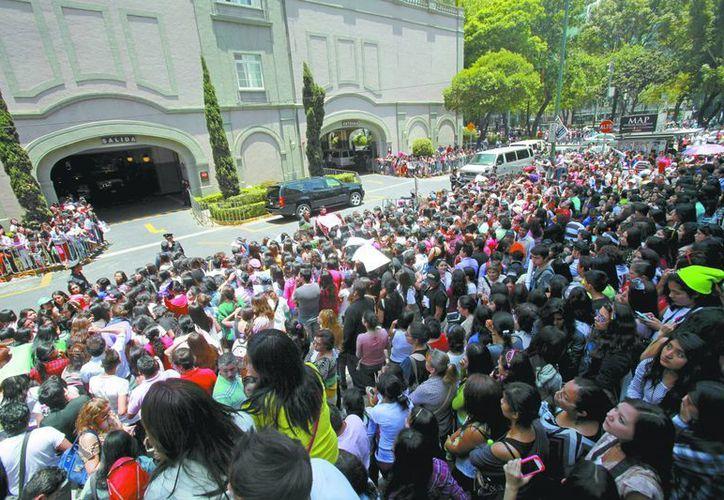 Miles de fans hacen hasta lo imposible por ver a sus artistas preferidos. (Milenio)