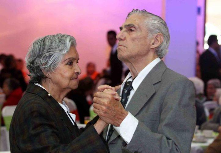 La pensión universal daría un apoyo de 1,092 pesos mensuales a los adultos mayores. (Archivo/Notimex)