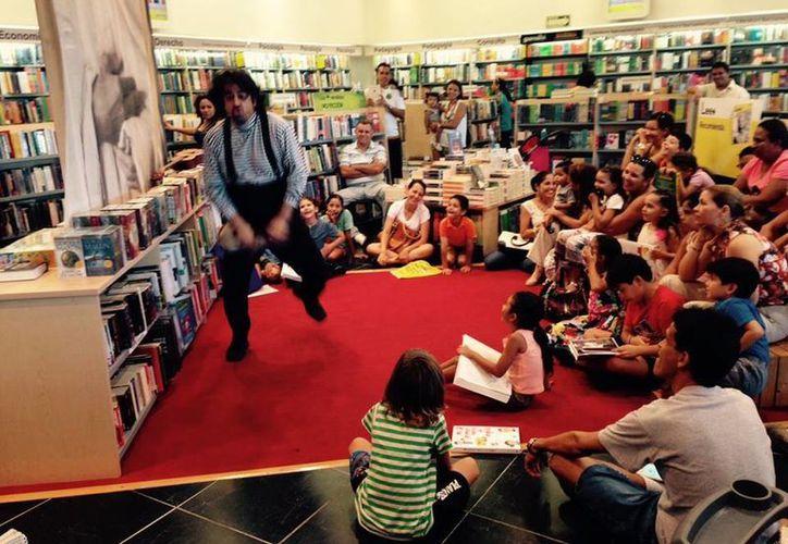 Daniel Gutiérrez se presentaba todos los sábados en una conocida librería de Cancún. (Cortesía/Facebook Daniel Gutiérrez)