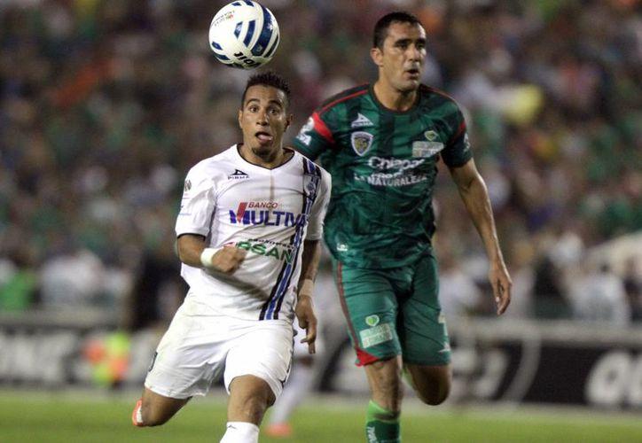 Camilo Sanvezzo, quien fue uno de los mejores jugadores de Gallos Blancos de Querétaro en la temporada pasada, no jugará durante varios meses debido a que lo operaron en una rodilla. (Foto de archivo de Notimex)