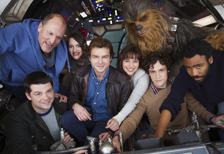 El pasado lunes 20 de febrero dio inicio las grabaciones de la nueva película de 'Star Wars', la cual se planea estrenar en mayo de 2018. (Jonathan Olley/AP)