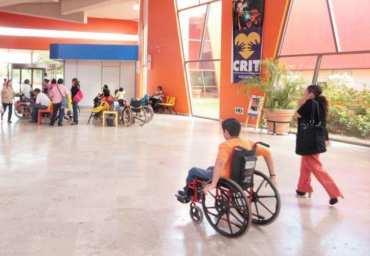 Muchos niños no pueden acudir a sus terapias por falta de transporte. (SIPSE)