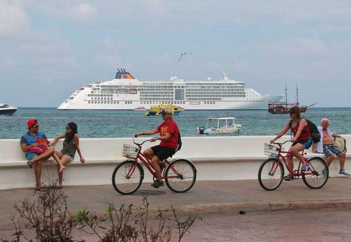 Cozumel también es famoso a nivel internacional por recibir a miles de turistas de cruceros, considerados de alto poder adquisitivo. (Gustavo Villegas/SIPSE)