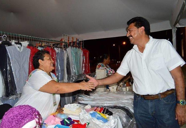 Juan José Canul Pérez, titular de la Secretaría de Desarrollo Rural, subrayó que el año pasado fueron apoyadas más de 300  artesanas y grupos vulnerables de 50 municipios. (SIPSE)