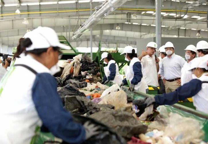La Planta de Separación de Residuos Sólidos de Mérida va en crecimiento. En la foto, su inauguración, en septiembre del año pasado. (SIPSE)