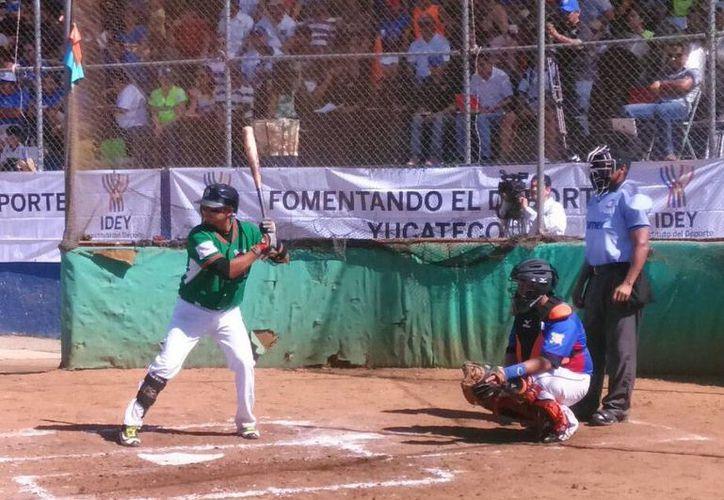 Los Reyes de Tizimín tienen ventaja sobre Castores de Mérida, en la Serie Final de la Liga de Beisbol 'Naxón Zapata'.(Milenio Novedades)