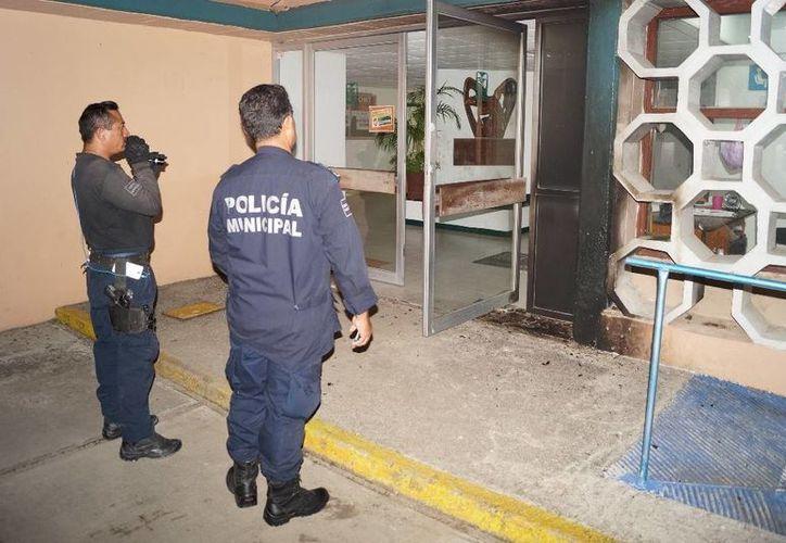 Al lugar acudieron elementos de la Policía Ministerial, personal del  área de Daños Patrimoniales y un elemento de la Marina. (Redacción/SIPSE)