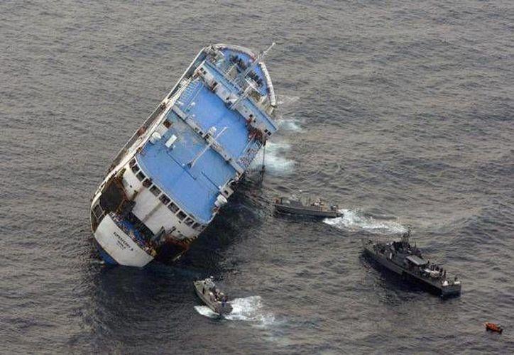 Dos guardacostas y otros barcos cercanos participaron en la operación de rescate. (foto de contexto/centinelaeconomico.com)