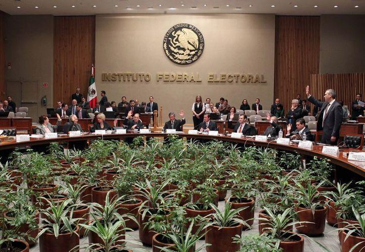 El organismo electoral exoneró previamente al PRI y al PVEM del caso. (Archivo/Notimex)