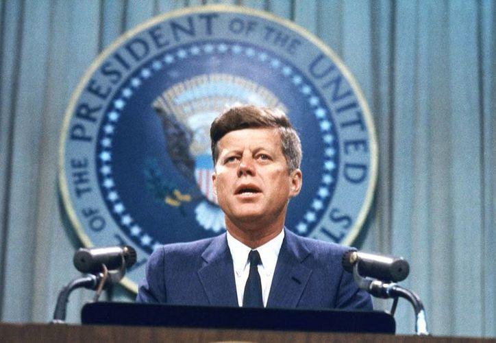 Más dudas son las que sembró el informe sobre la actuación de la CIA y los verdaderos motivos del asesinato de JFK. (ushypocrisy.com)