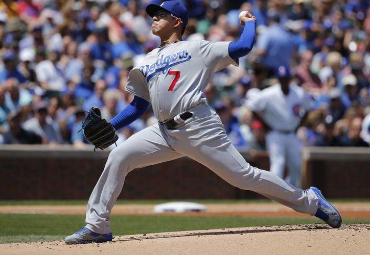 El novato mexicano de Los Ángeles, Julio Urias, no tuvo una buena actuación este jueves recibiendo tres jonrones por parte de Cubs. (AP)