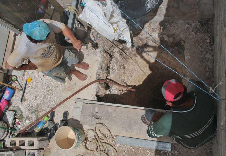 Vecinos denunciaron la construcción del pozo; Las autoridades mandaron suspender la obra. (Julian Miranda/SIPSE)