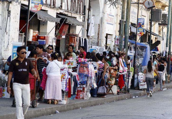 La venta informal en las calles da mal aspecto a Mérida. (Antonio Sánchez/SIPSE)