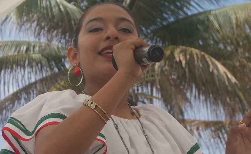 Gloria mencionó que su máximo sueño es seguir cantando. (Ángel Villegas/SIPSE)