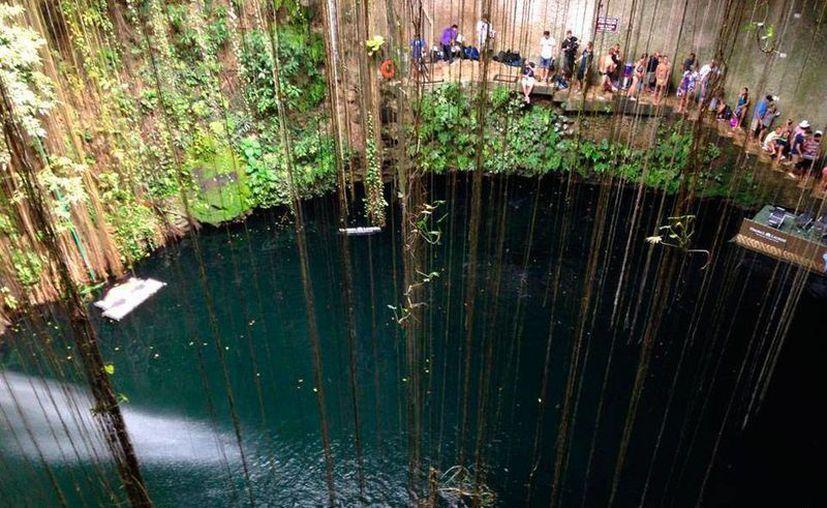 Los cenotes serán promovidos con mayor intensidad en los próximos meses. Fotografía del cenote Ik kil cerca de Valladolid. (Archivo/SIPSE)