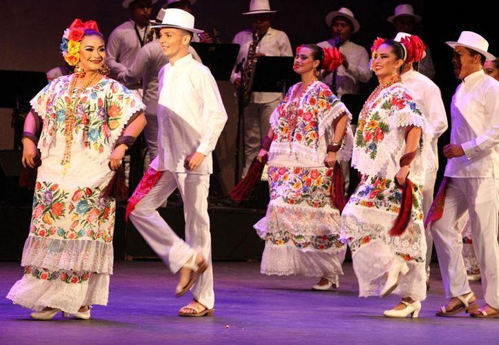 Ballet Folklórico del Ayuntamiento de Mérida durante su actuación en la firma del acuerdo de promoción turística entre Mérida, Villahermosa y la Ciudad de México, el 9 de marzo de 2017, en el Teatro de la Ciudad de la capital del país. (Notimex)