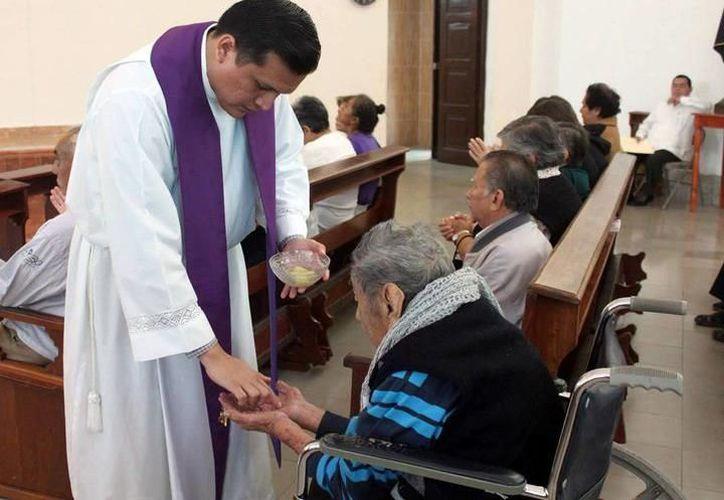La Arquidiócesis de Yucatán ya tiene su propia aplicación para consultar diferente información con respecto a sus iglesias. (SIPSE)