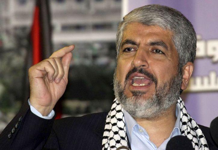 El otrora líder de Hamas, Khaled Mashaal durante una manifestación en el campo de refugiados de Yarmuk, cerca de Damasco, Siria, en noviembre de 2010. (Agencias)
