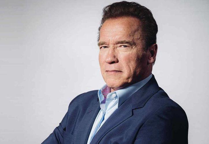El actor Arnold Schwarzenegger regresa a la pantalla chica con la conducción del programa 'The Celebrity Apprentice', en sustitución de Donald Trump quien ya no tiene relaciones laborales con la televisora NBC. (AP)