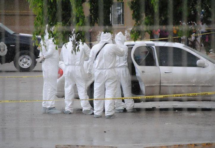 El vehículo fue ubicado en el estacionamiento de la manzana 105. (Eric Galindo/SIPSE)