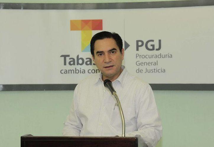 El procurador Fernando Valenzuela informó que la institución requirió de ocho horas para el dictamen fiscal del dinero asegurado la madrugada del pasado miércoles. (Notimex)