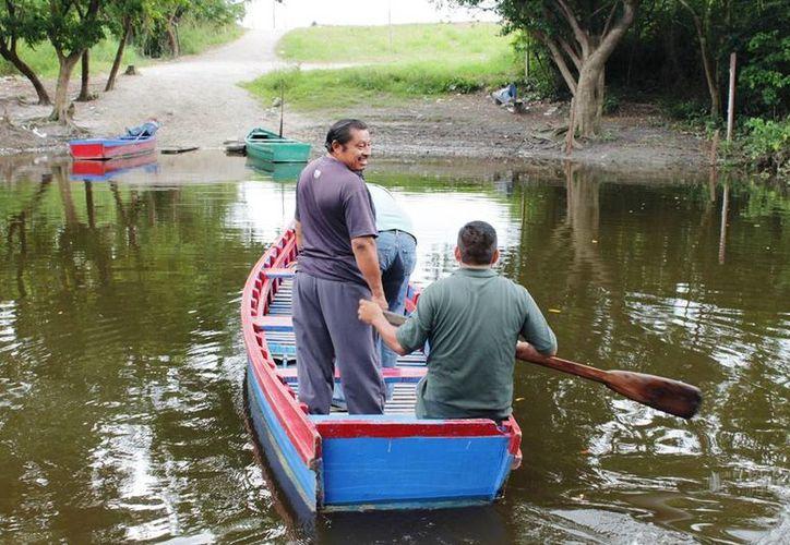 En la comunidad La Unión, basta con cruzar el brazo de agua para cambiar de una nación a otra. (Edgardo Rodríguez/SIPSE)