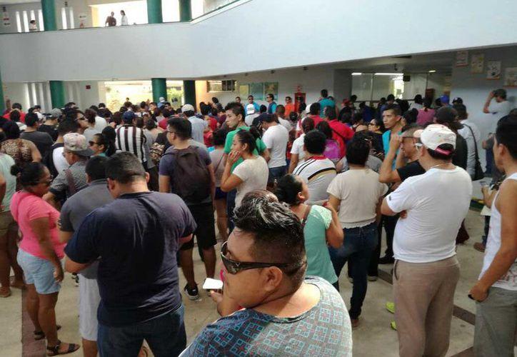 EL Hospital General de Playa del Carmen informó que a pesar de ser un hospital de segundo nivel, ya que el primer contacto con la ciudadanía se da en las clínicas locales, se han registrado un total de 37 casos desde el sábado y hasta el pasado marte. (Daniel Pacheco/SIPSE)