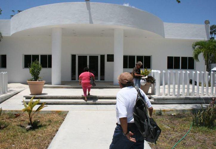 Elementos de seguridad dieron fe de la muerte de un estadounidense, de 65 años de edad, ocurrida en un condominio de Tulum. (Rossy López/SIPSE)
