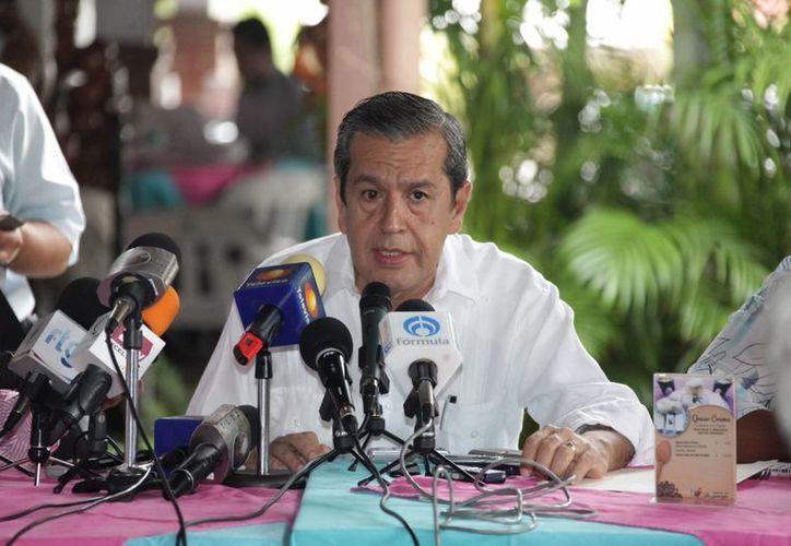 El gobernador de Guerrero, Rogelio Ortega, considera que la legalización de las drogas ayudará a que haya menos violencia y menos crimen organizado en México. (lagazzettadf.com)