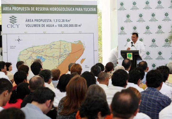 Ayer, el gobernador Rolando Zapata puso en marcha proyectos hídricos para impulsar la región Sureste del país. (Cortesía)